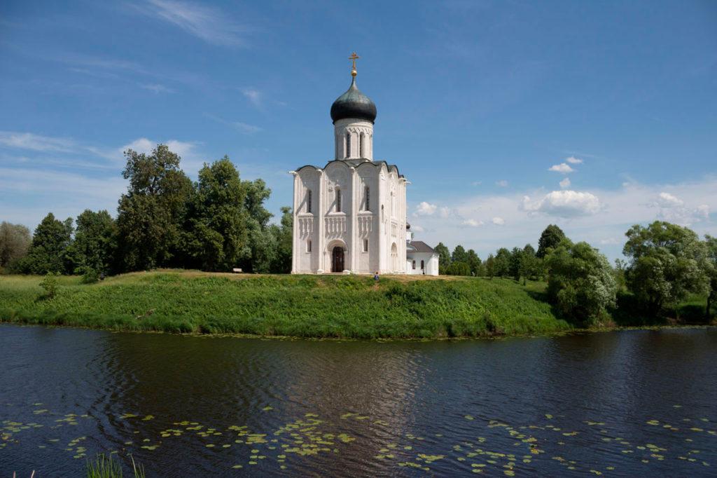 Храм Покрова на Нерли. Вид с реки.
