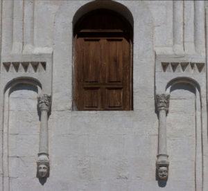 Дверь на не существующие галереи. Покров на Нерли.